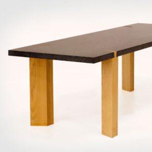 Goeters Tafel-natuursteen-en-essenhout-bij-Goeters-1-800x800